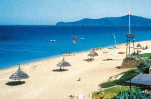 la playa de arena balnca de saidia en el norte de marruecos