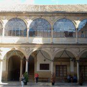 patio-interior-antigua-universidad-de-baeza