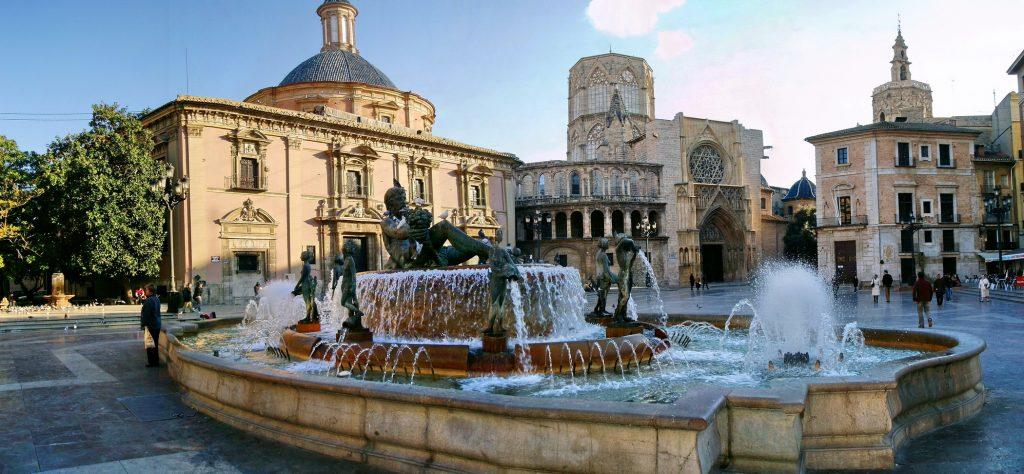 Plaza-de-la-Virgen-en-Valencia-y-sus-alrededores