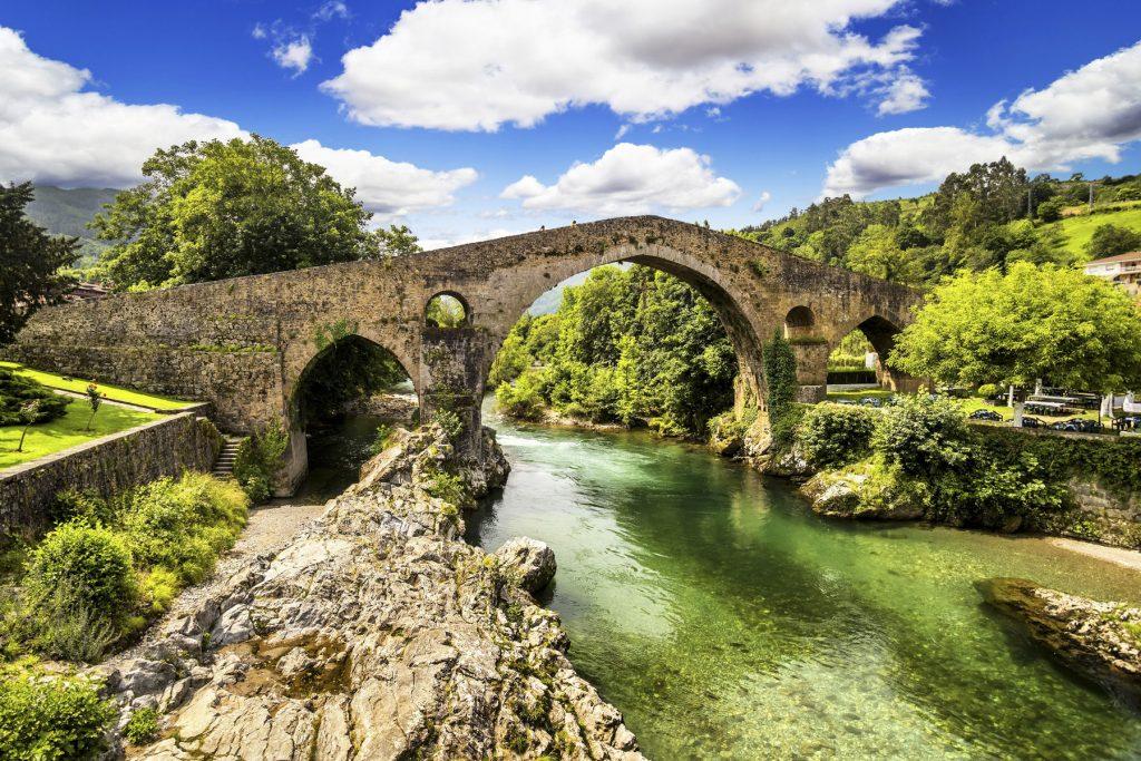 http://www.shutterstock.com/es/pic-151453073/stock-photo-old-roman-stone-bridge-in-cangas-de-onis-asturias-spain.html?src=aE8gfcDZPXuRoGUyBCMJow-1-1