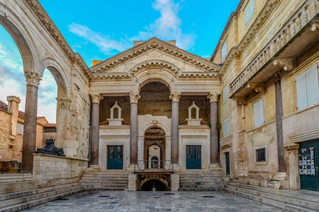 peristilo-palacio-diocleciano