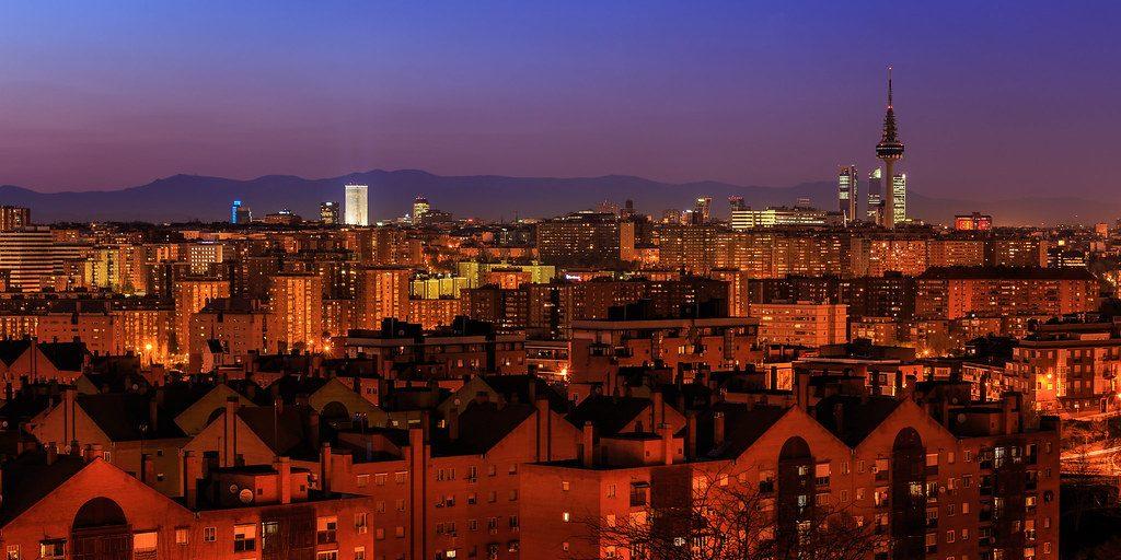Torrespaña y el skyline de Madrid vistos desde el cerro del tío Pío.