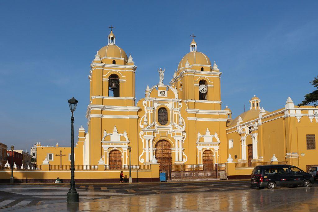 Cathedral_of_Trujillo,_Peru_02
