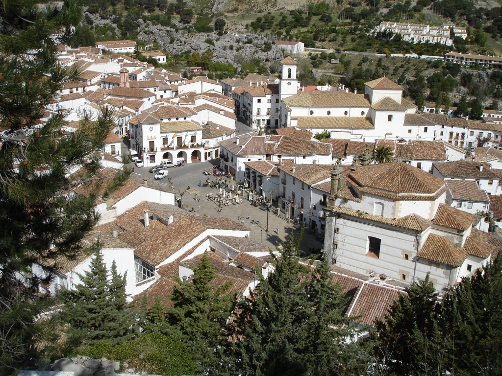 Grazalema-plaza-ayuntamiento (1)