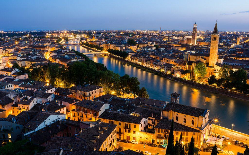 Panorama_notturno_di_Verona