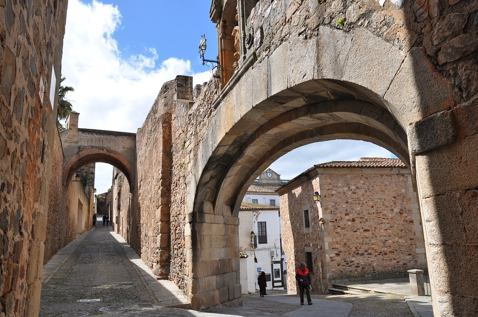 caceres-3540173_960_720