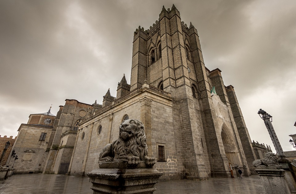 cathedral-573069_960_720