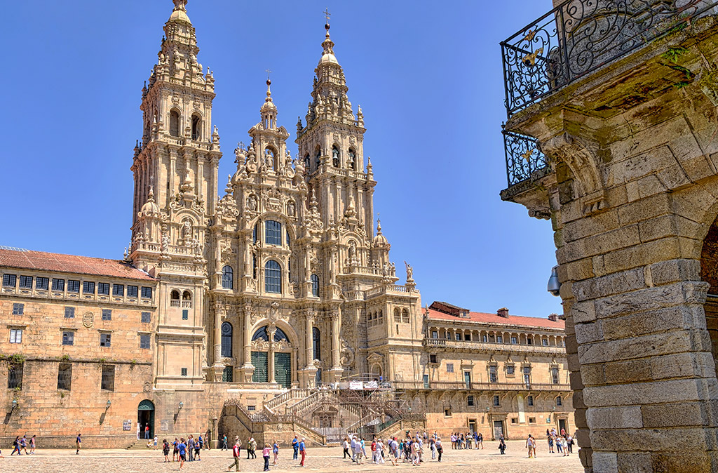 ciudades-patrimonio-plaza-del-obradoiro-santiago-de-compostela-int
