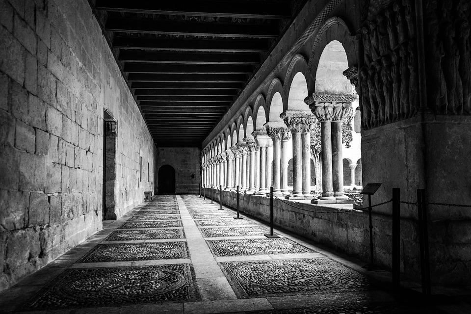 monastery-1851238_960_720