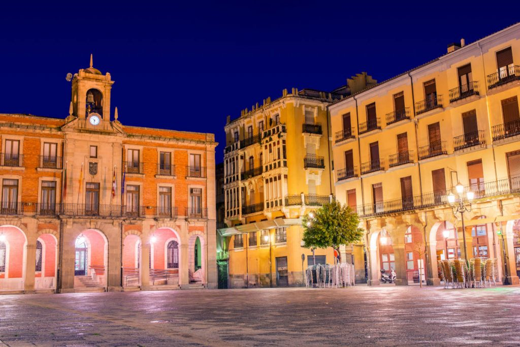 plaza-mayor-zamora-noche