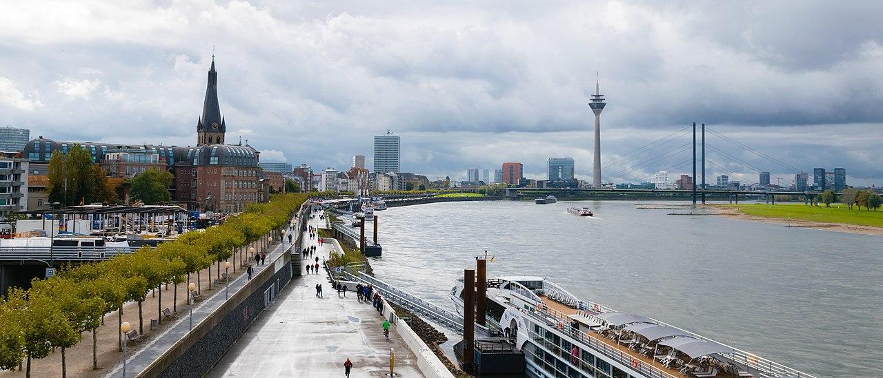 1280px-Düsseldorf_Panorama