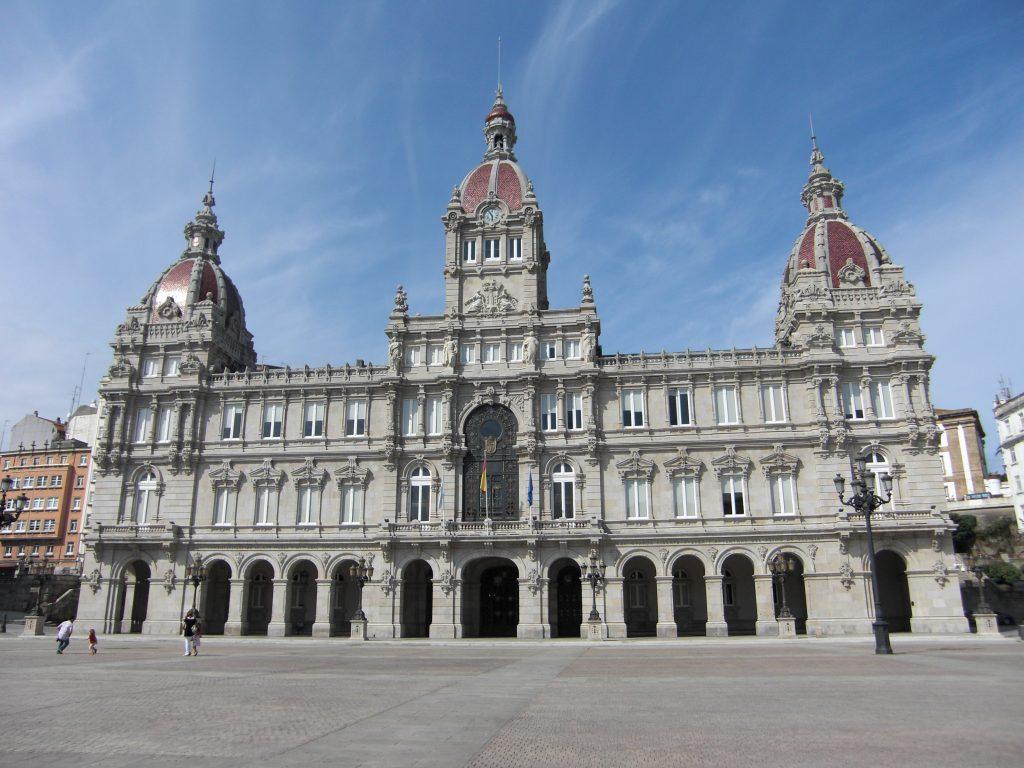 Ayuntamiento_de_la_Coruña_-_Plaza_de_María_Pita,_2008-08-31