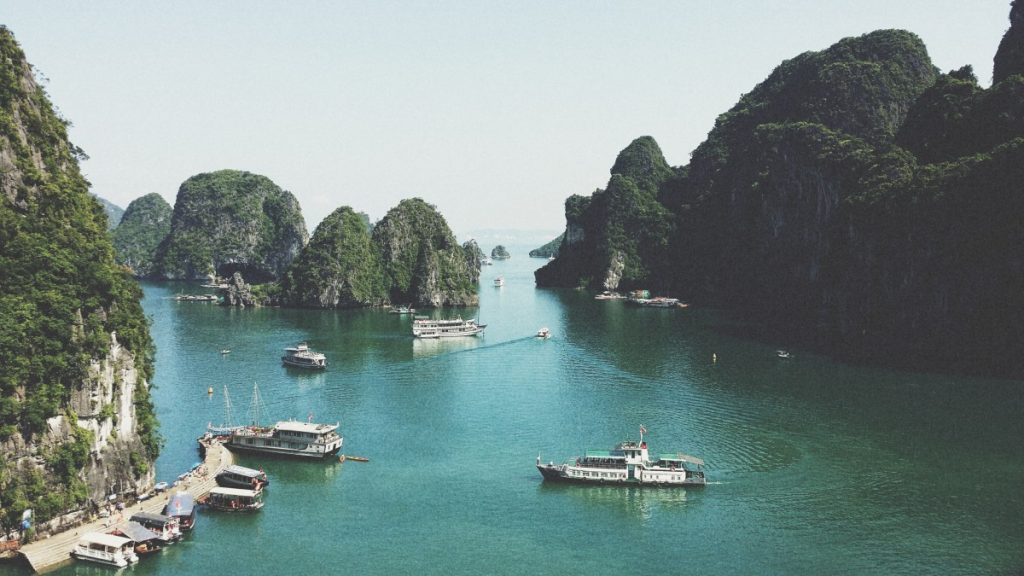 bay_boats_dock_Halong_Bay_lake_mountains_nature_ocean-1003095