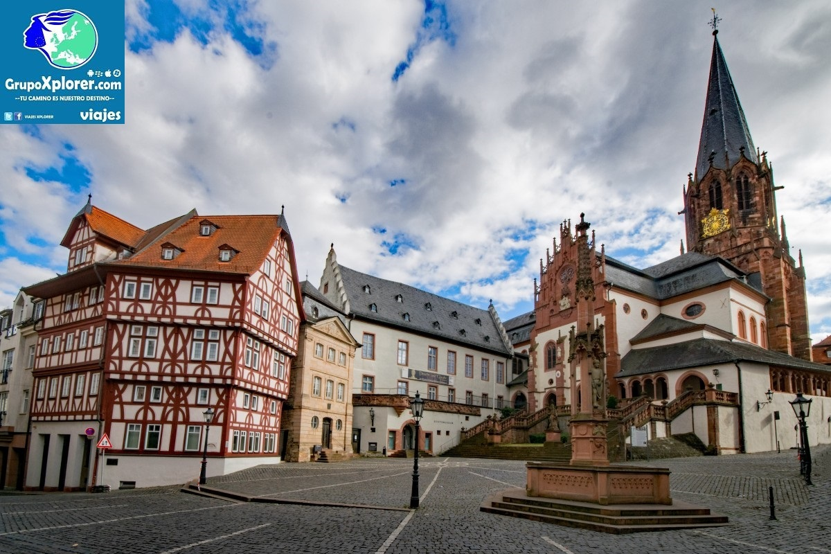 collegiate_basilica_aschaffenburg_lower_franconia_bavaria_germany_old_town_truss_fachwerkhaus-1379530