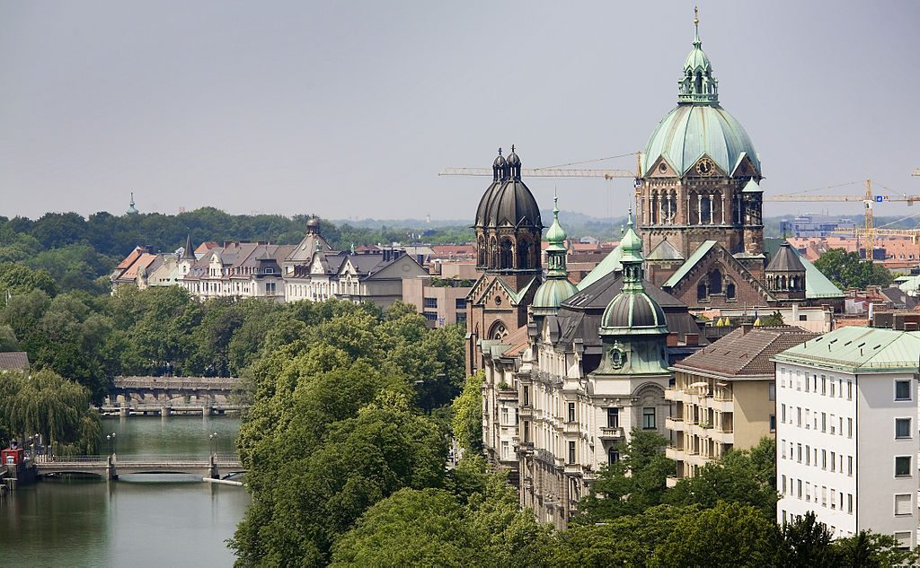 1024px-Munich_-_View_of_the_Isar_River_-_8947