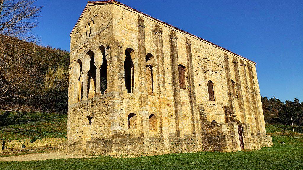 1024px-Santa_María_del_Naranco,_Oviedo