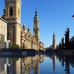 1280px-Plaza_del_Pilar_vor_Basílica_de_Nuestra_Señora_del_Pilar_Rathaus_Cathedr_del_Salvador_Zaragoza_Aragon_Spanien_Foto_Wolfgang_Pehlemann_P1150538
