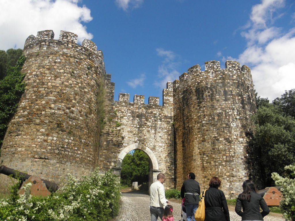 1280px-Vila_Vicosa_Castle