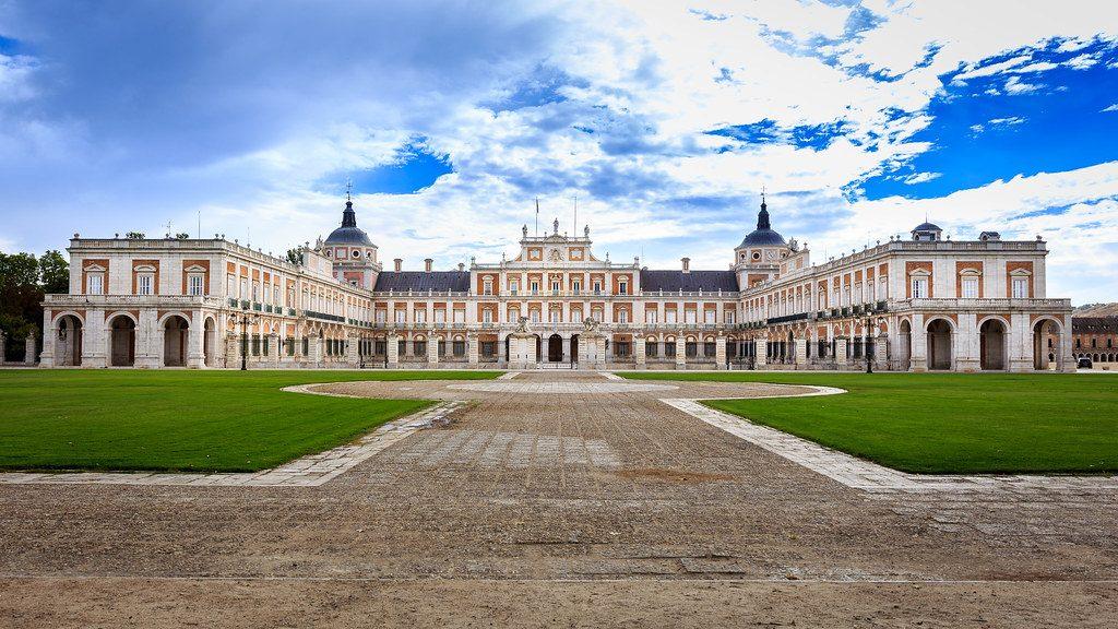 Fachada del Palacio Real de Aranjuez, una de las residencias de la familia real española. El palacio está situado en el Real Sitio y Villa de Aranjuez, Comunidad de Madrid.