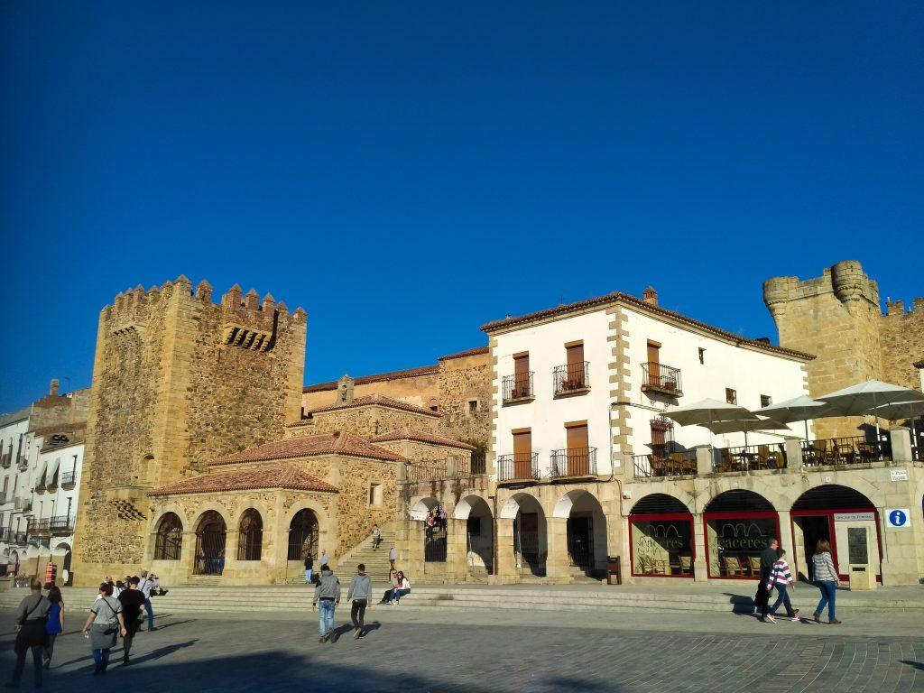 Murallas_de_Cáceres,_Torre_de_Bujaco_y_Ermita_de_la_Paz