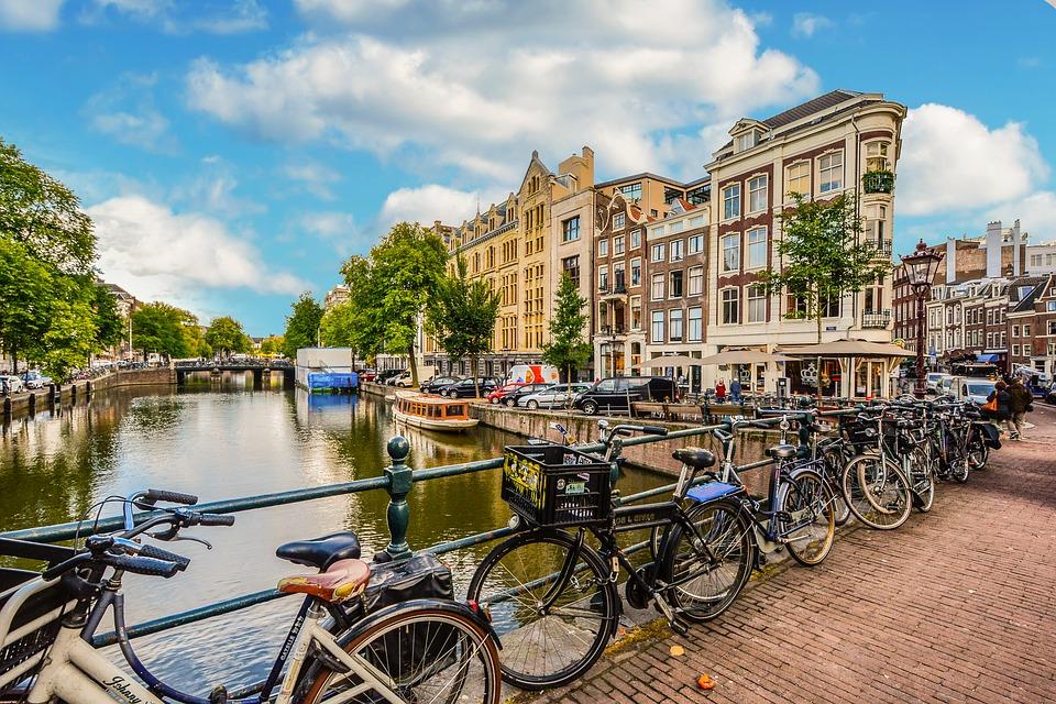 amsterdam-2241485_960_720