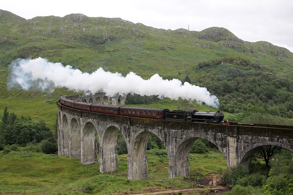 1024px-A_Scottish_Adventure-_The_Jacobite_over_Glenfinnan_Viaduct