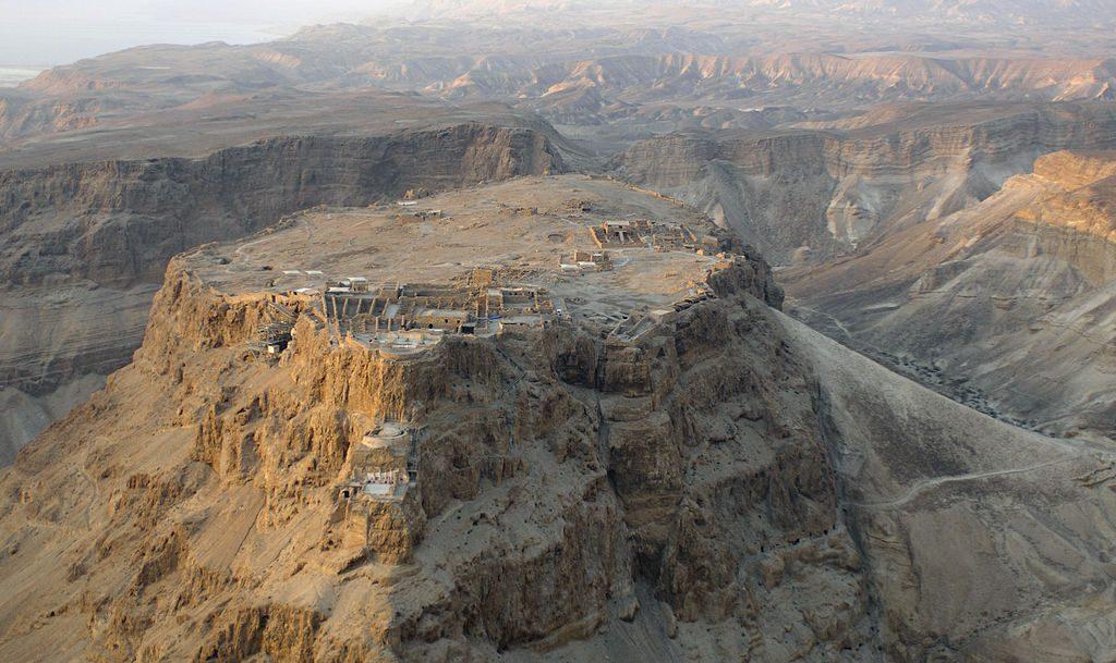 1024px-Aerial_view_of_Masada_(Israel)_01