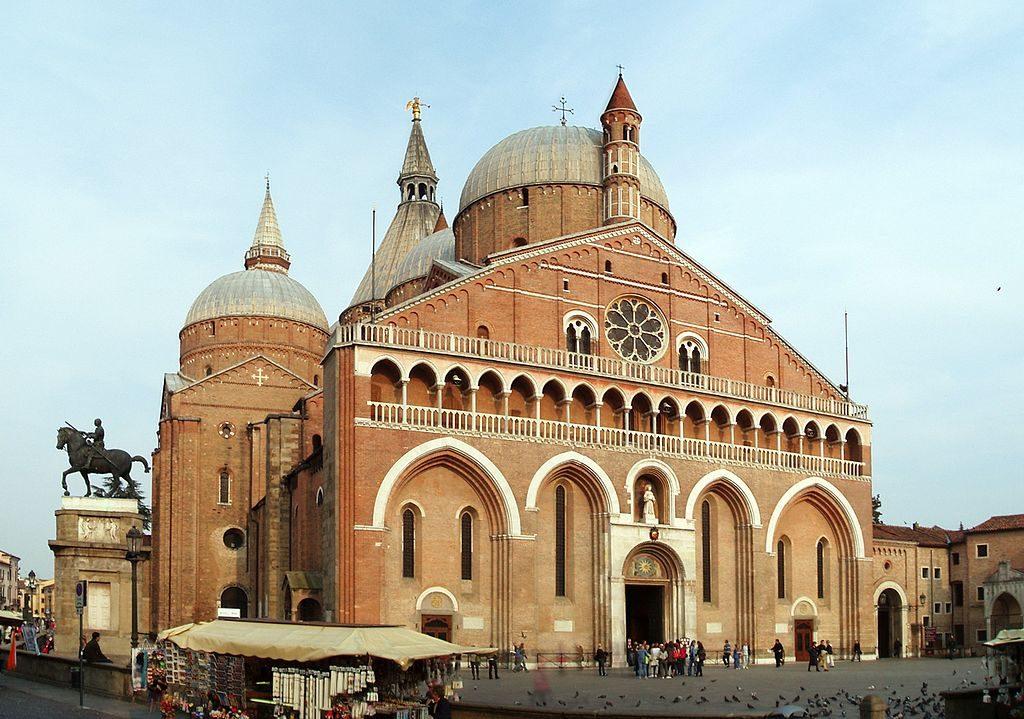 1024px-Basilica_di_Sant'Antonio_da_Padova