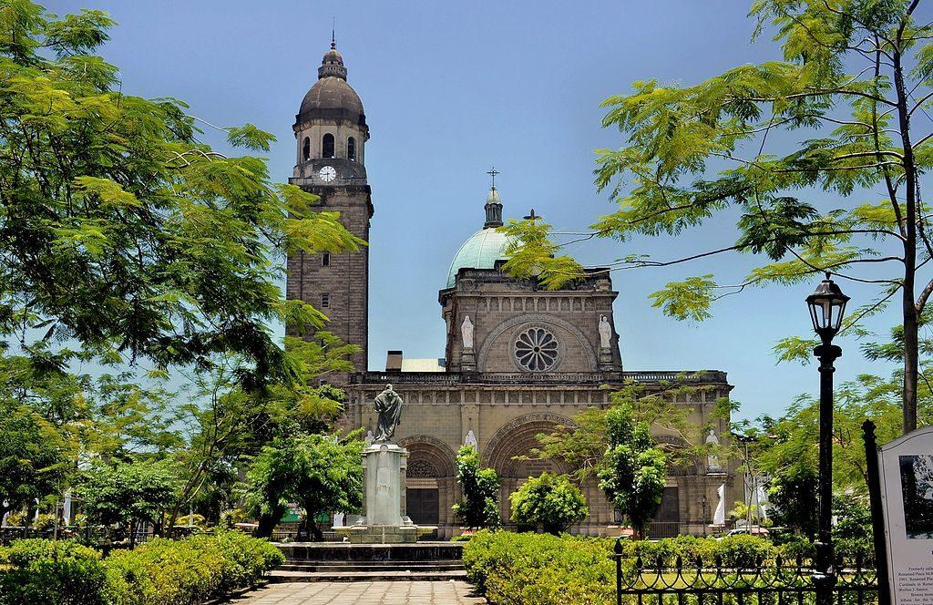 1024px-Manila_Cathedral,inside_Intramuros