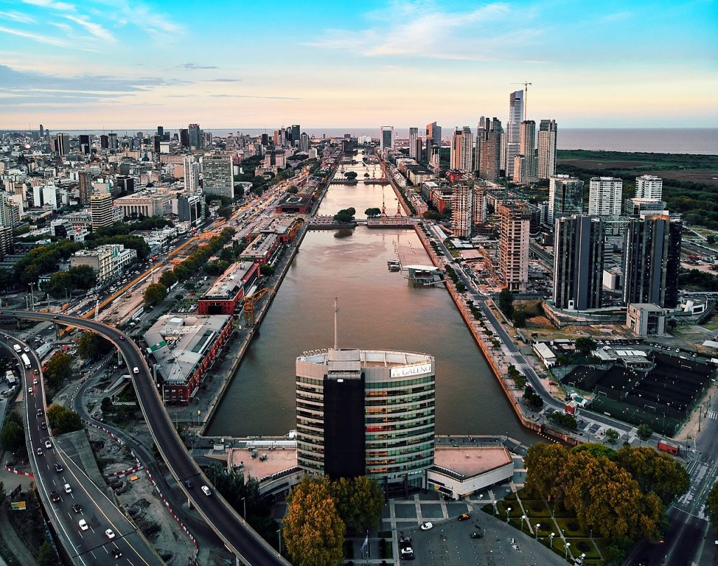 1280px-Puerto_Madero,_Buenos_Aires_(40689219792)