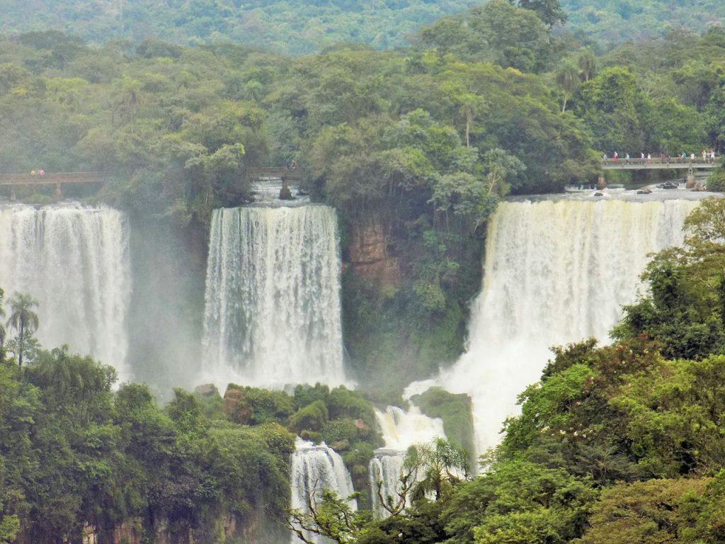 Cataratas_do_Iguaçu_com_vista_para_o_lado_argentino