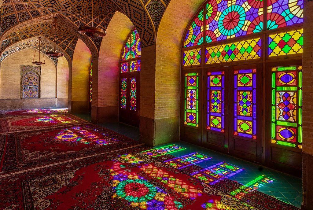 Mezquita_de_Nasirolmolk,_Shiraz,_Irán,_2016-09-24,_DD_66-68_HDR
