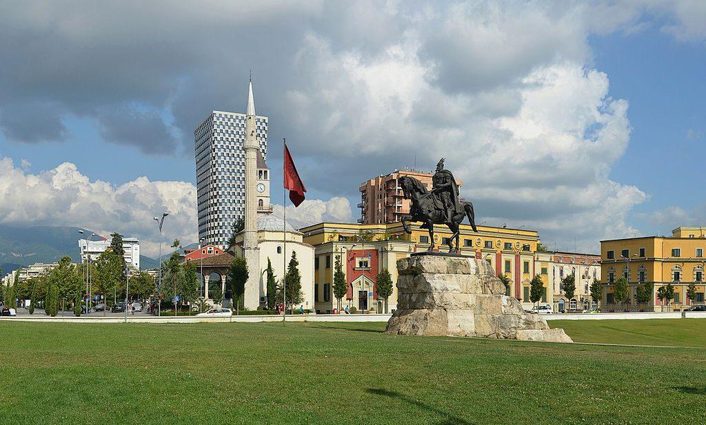 Tirana_-_Skanderbeg_Square_(Sheshi_Skënderbej)_-_by_Pudelek