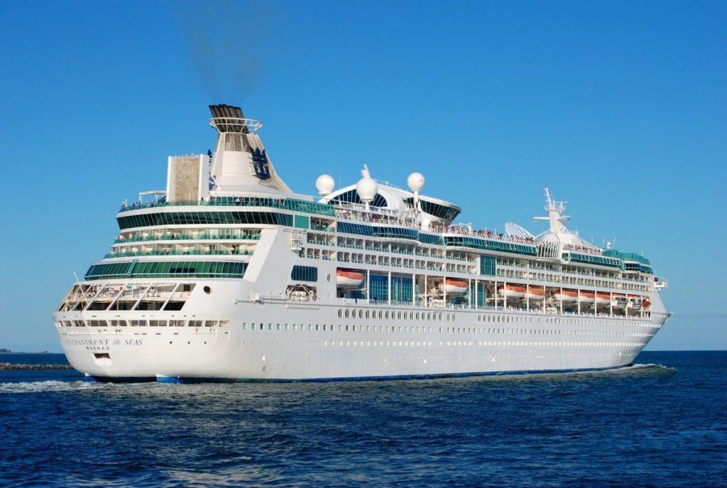 cruise_ship_holidays_cruise_vacation_cruises_ocean_blue_sky_at_sea_cruise_liner-1107318