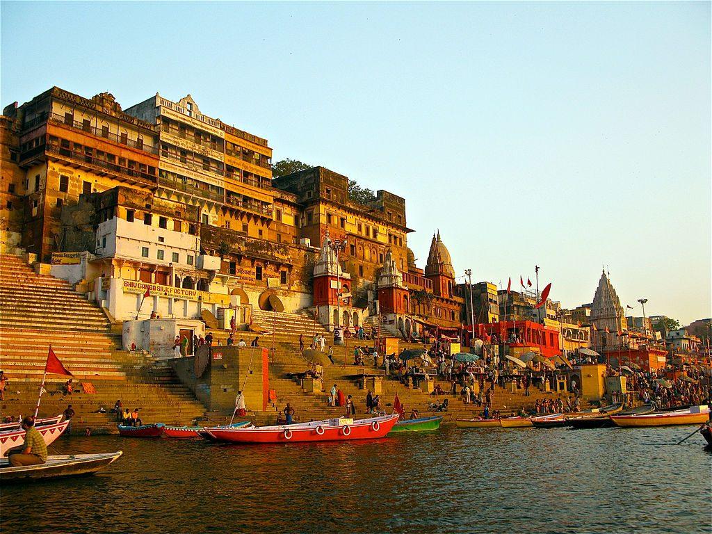 1024px-Ahilya_Ghat_by_the_Ganges,_Varanasi