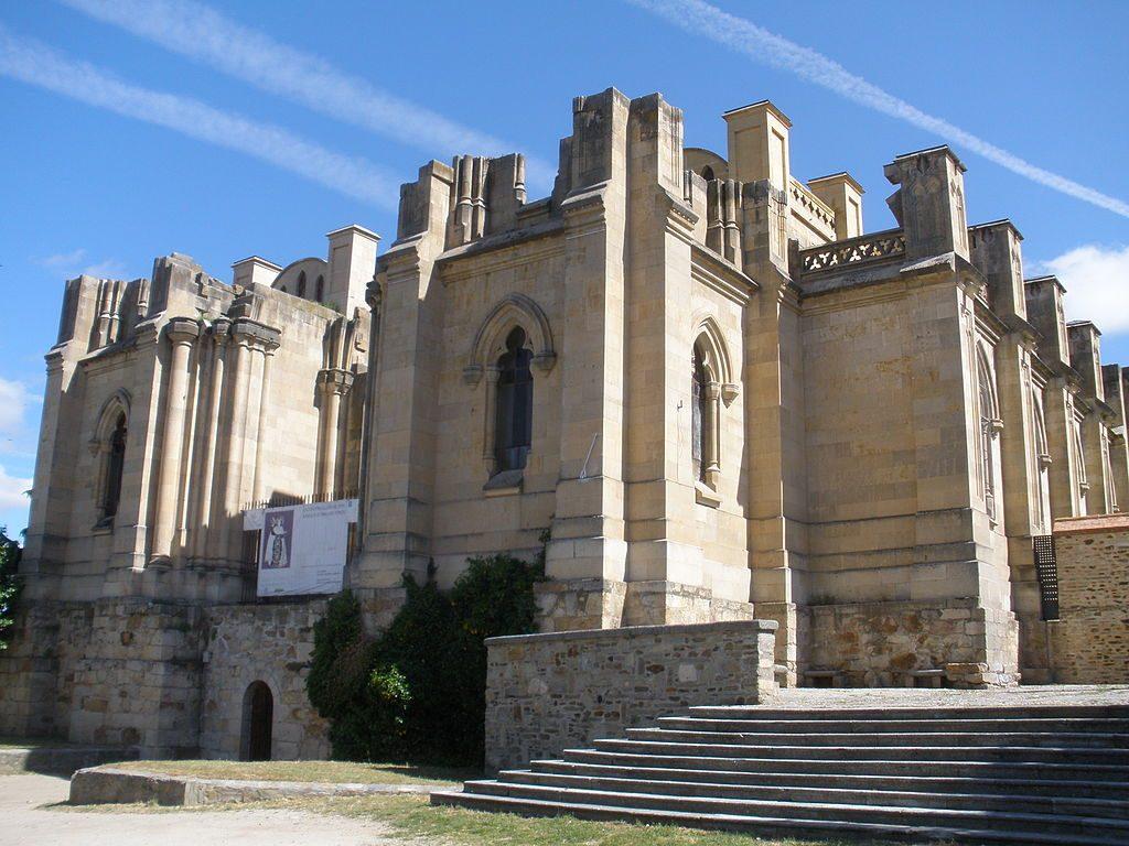 1024px-Basílica_de_Santa_Teresa,_Alba_de_Tormes