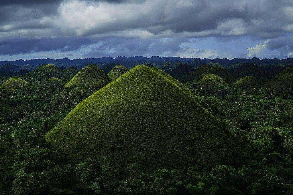 1024px-Bohol_-_Chocolate_Hills