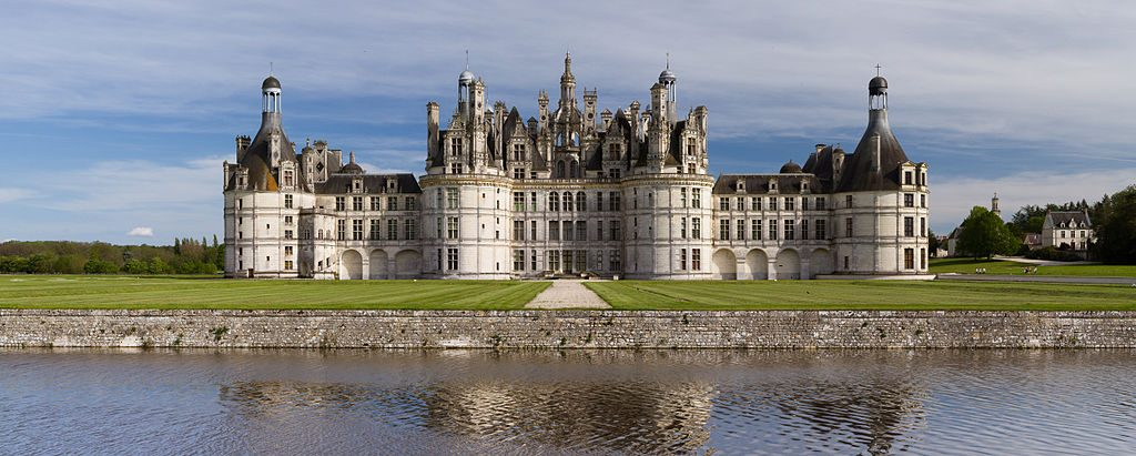1024px-Chambord_Castle_Northwest_facade_small