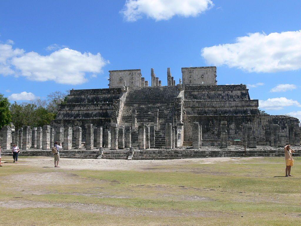 1024px-Chichen_Itza_-_Templo_de_los_Guerreros_2