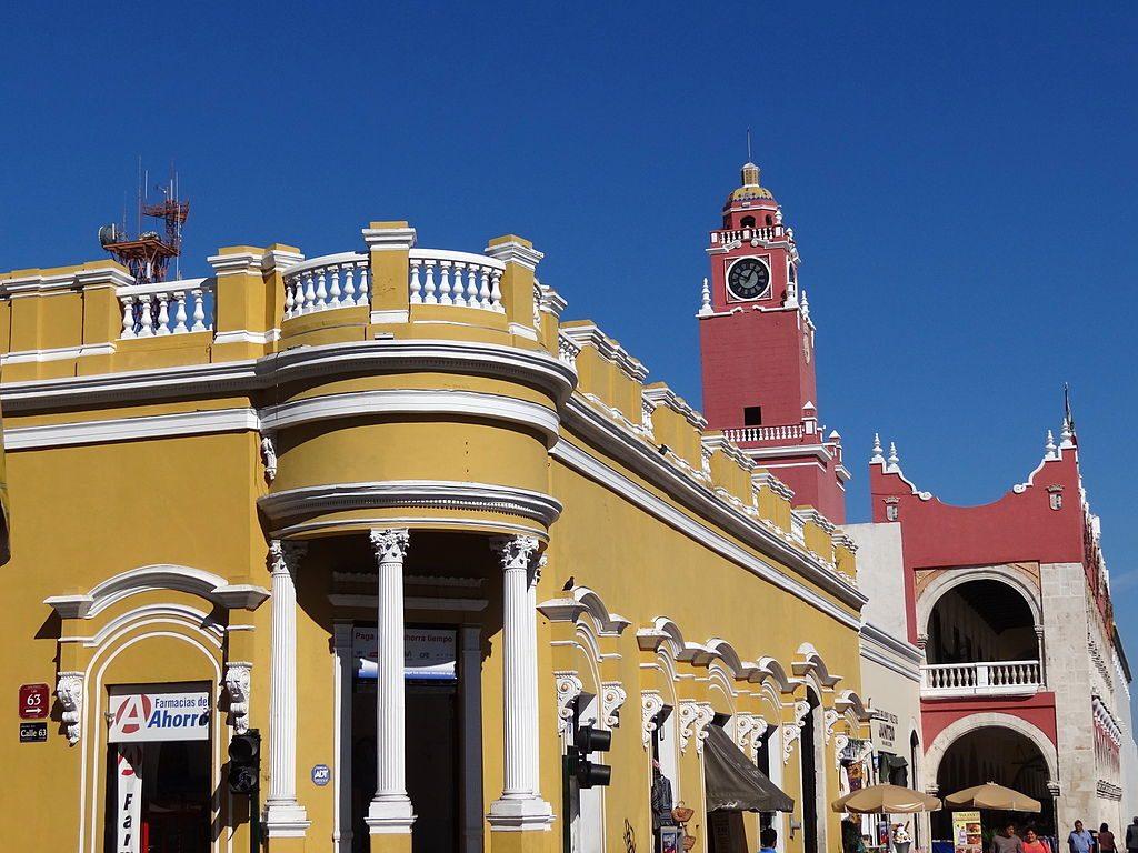 1024px-Colonial_Facades_-_Merida_-_Mexico
