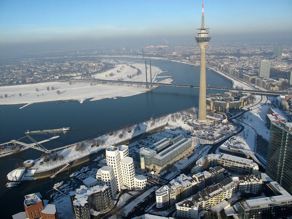 1024px-Düsseldorf,_Marina_Düsseldorf