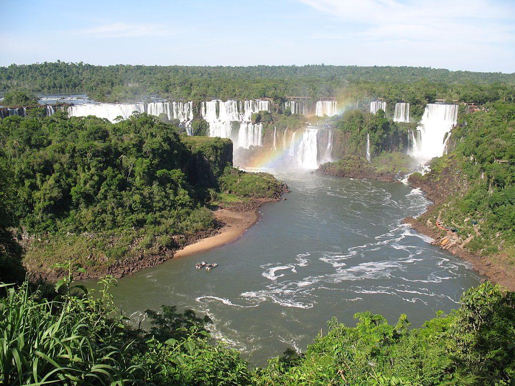 1024px-Iguazu-Wasserfaelle_01