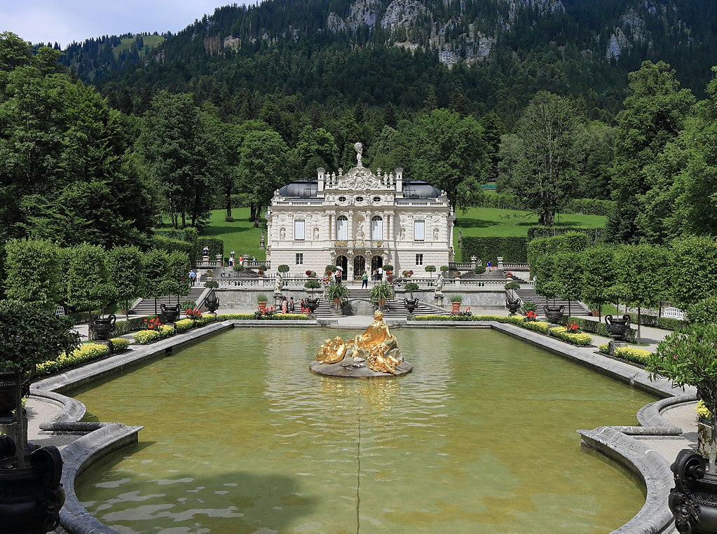 1024px-Linderhof_Palace,_August_2017