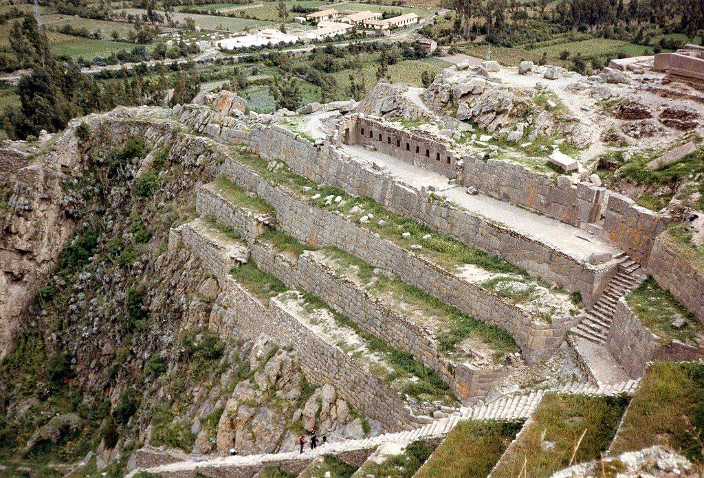1024px-Ollantaytambo,_Peru