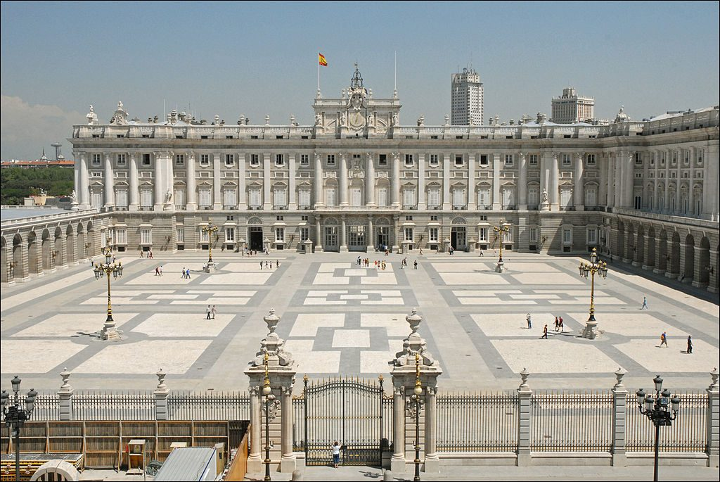 1024px-Palacio_Real_(Madrid)_18