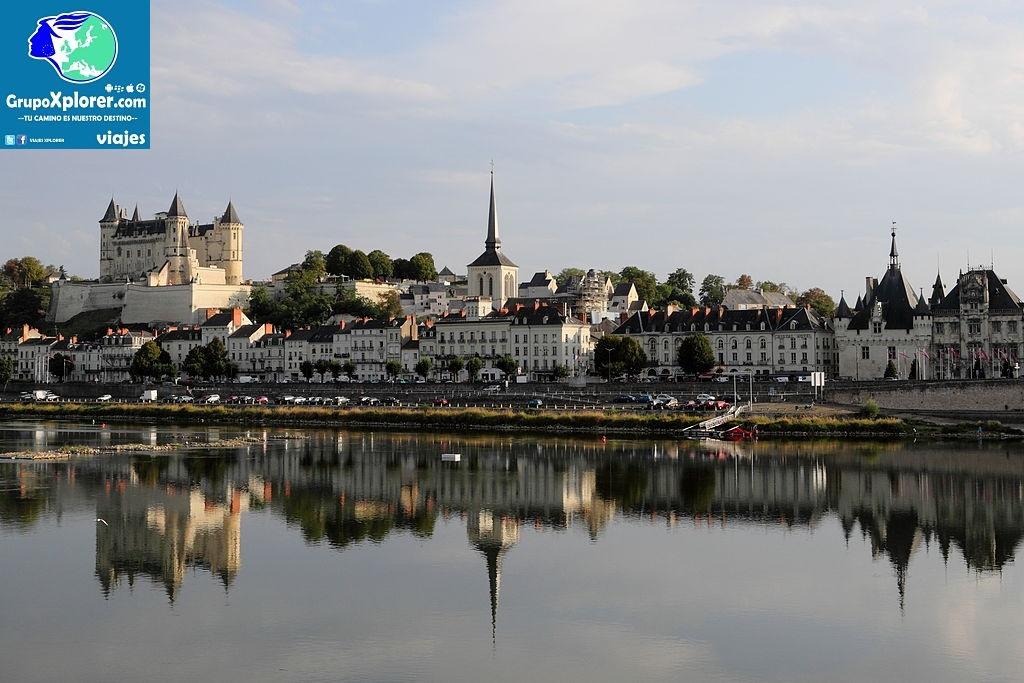 1024px-Panorama_of_Saumur