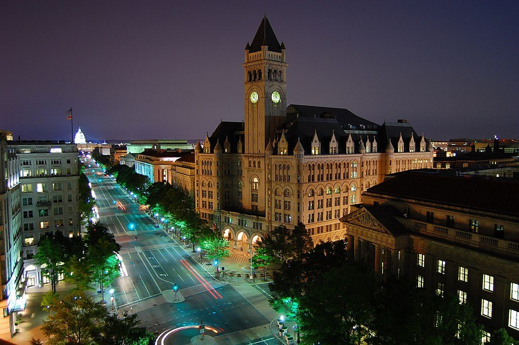 1024px-Pennsylvania_Ave_-_Old_Post_Office_to_the_Capitol_at_Night