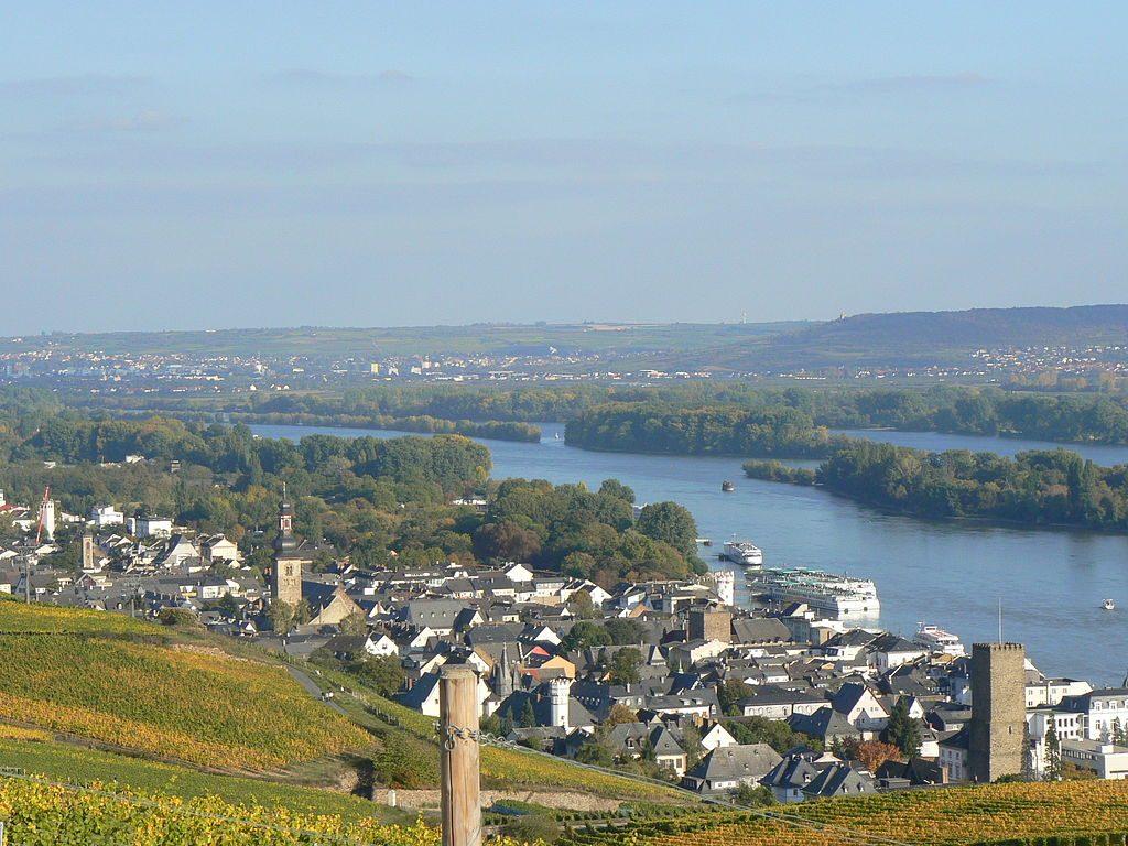 1024px-Rüdesheim_Rhein