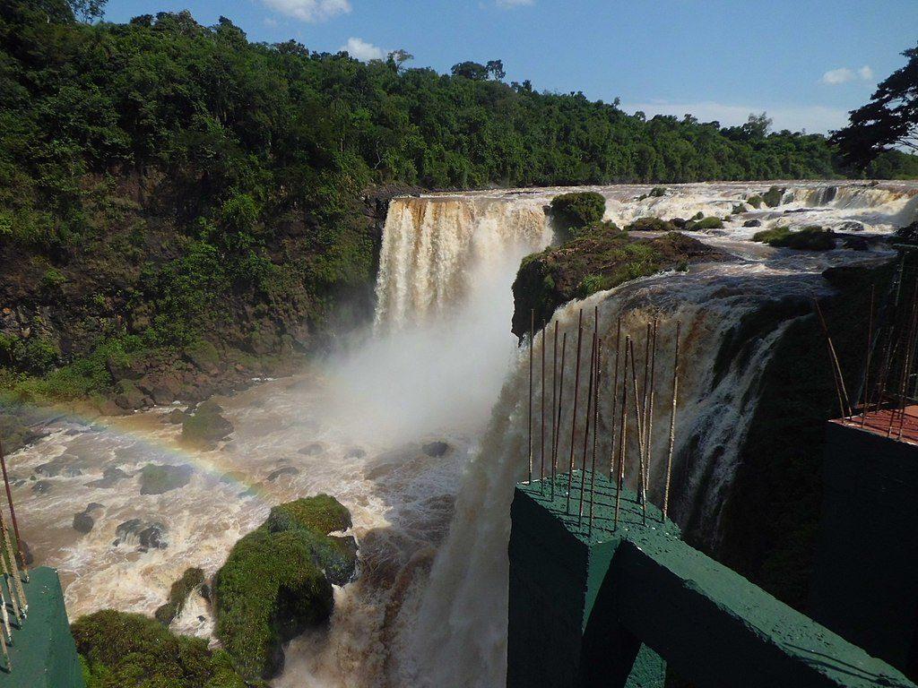 1024px-Saltos_del_Monday,_Presidente_Franco,_Alto_Paraná,_Paraguay_(24)