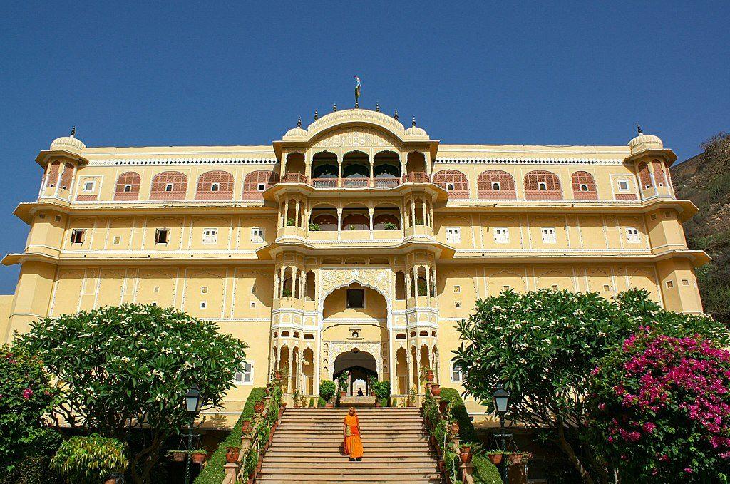 1024px-Samode_Palace_main_entrance_stairs_-_panoramio